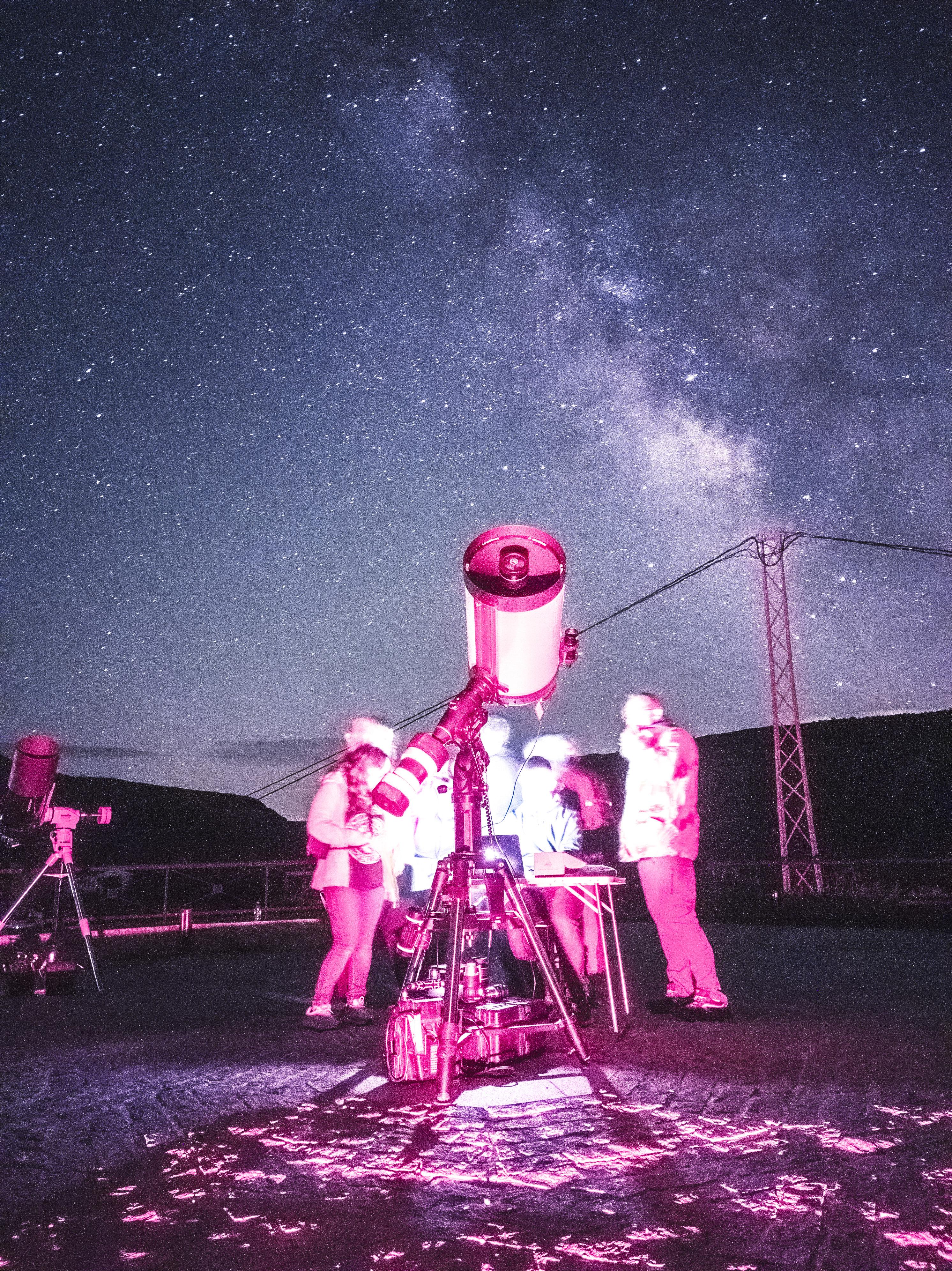 """Miguel Ángel Pugnaire muestra una captura de una galaxia a través del Celestron EdgeHD 14"""" en Gorafe"""